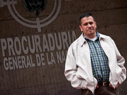 Daniel Sastoque Coronado, quien meses atrás diera a conocer la persecución de que ha sido objeto por sus orientaciones sexuales por parte de la Procuraduría ratificó la versión de la concejal Angélica Lozano.